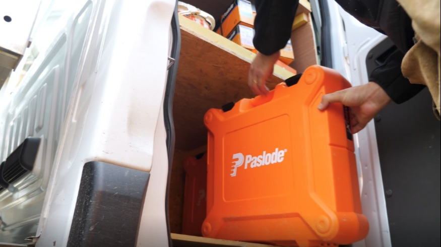 Quelles sont les solutions de clouage PASLODE adaptées au métier de charpentier couvreur ?