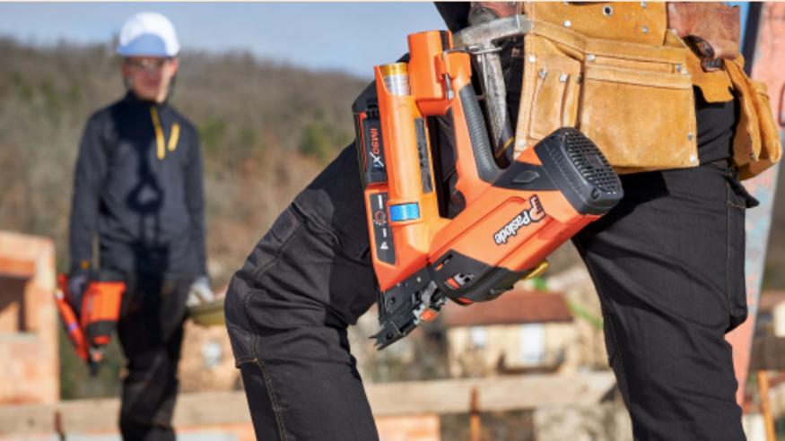 Comment SPIT PASLODE crée des outils pour améliorer le travail des ouvriers sur les chantiers?