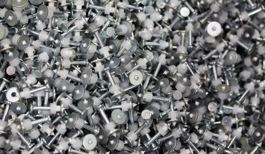 Quels types de clous choisir pour les applications d'un électricien ou d'un plaquiste ?